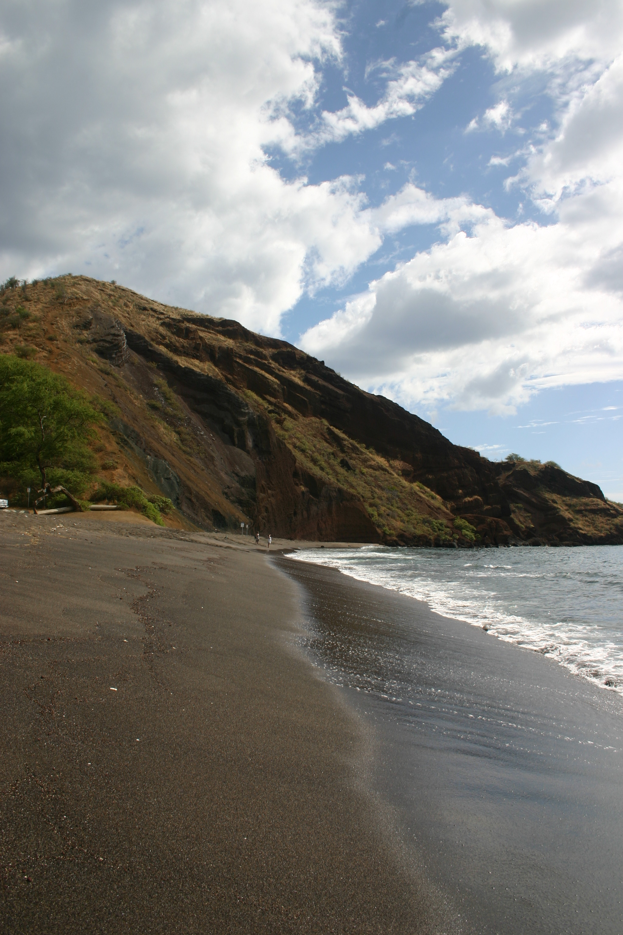 Oneuli beach a beautiful black sand beach in south maui Black sand beach hawaii