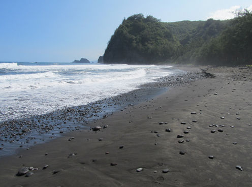 Pololu Valley Beach