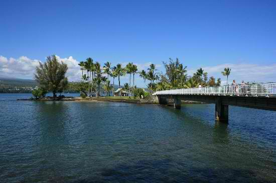 Liliuokalani Park and Gardens - Foot bridge going to Moku ola