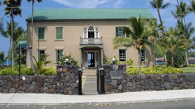 Hulihee palace a historic landmark in kona big island for Kit homes hawaii