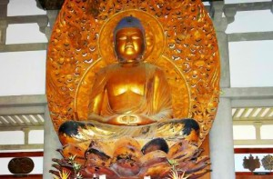 Byodo-In Temple - Oahu - Buddha clad in gold
