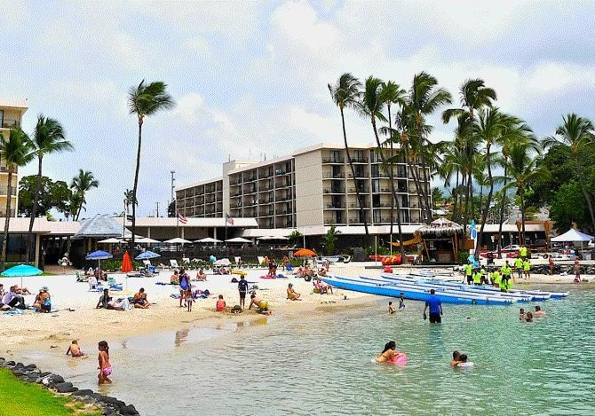 Kamakahonu Beach Hawaii
