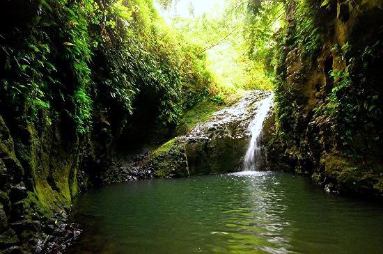 Maunawili Falls - Oahu. Hawaii